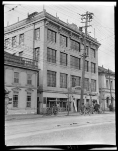 YMCA, Yokohama — 横滨的基督教青年会. Taken by Sidney Gamble, possibly 1917.