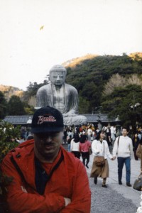 The author at Kamakura, half a lifetime ago. Careful coordination of knock-off NBA cap with wrinkled windbreaker was a serious concern among fashion-conscious young men of that era.
