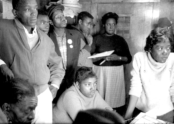 SNCC workers prepare to go to Belzoni in the Fall of 1963 to organize for the Freedom Vote. Courtesy of www.crmvet.org.