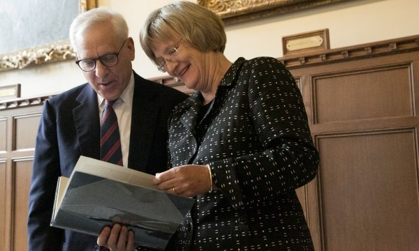 As a token of appreciation, David M. Rubenstein presented President Faust with a rare first edition set of Francis Trevelyan Miller's ten-volume Photographic History of the Civil War.