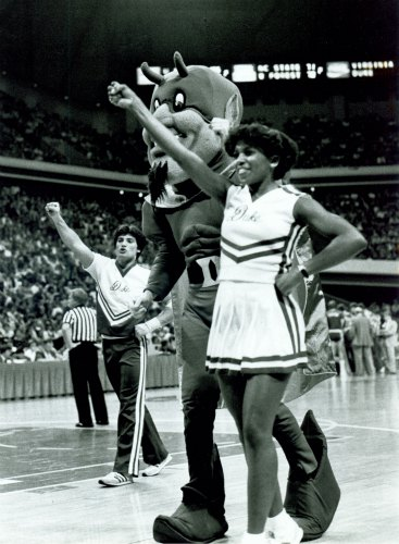 Cheerleaders, 1983