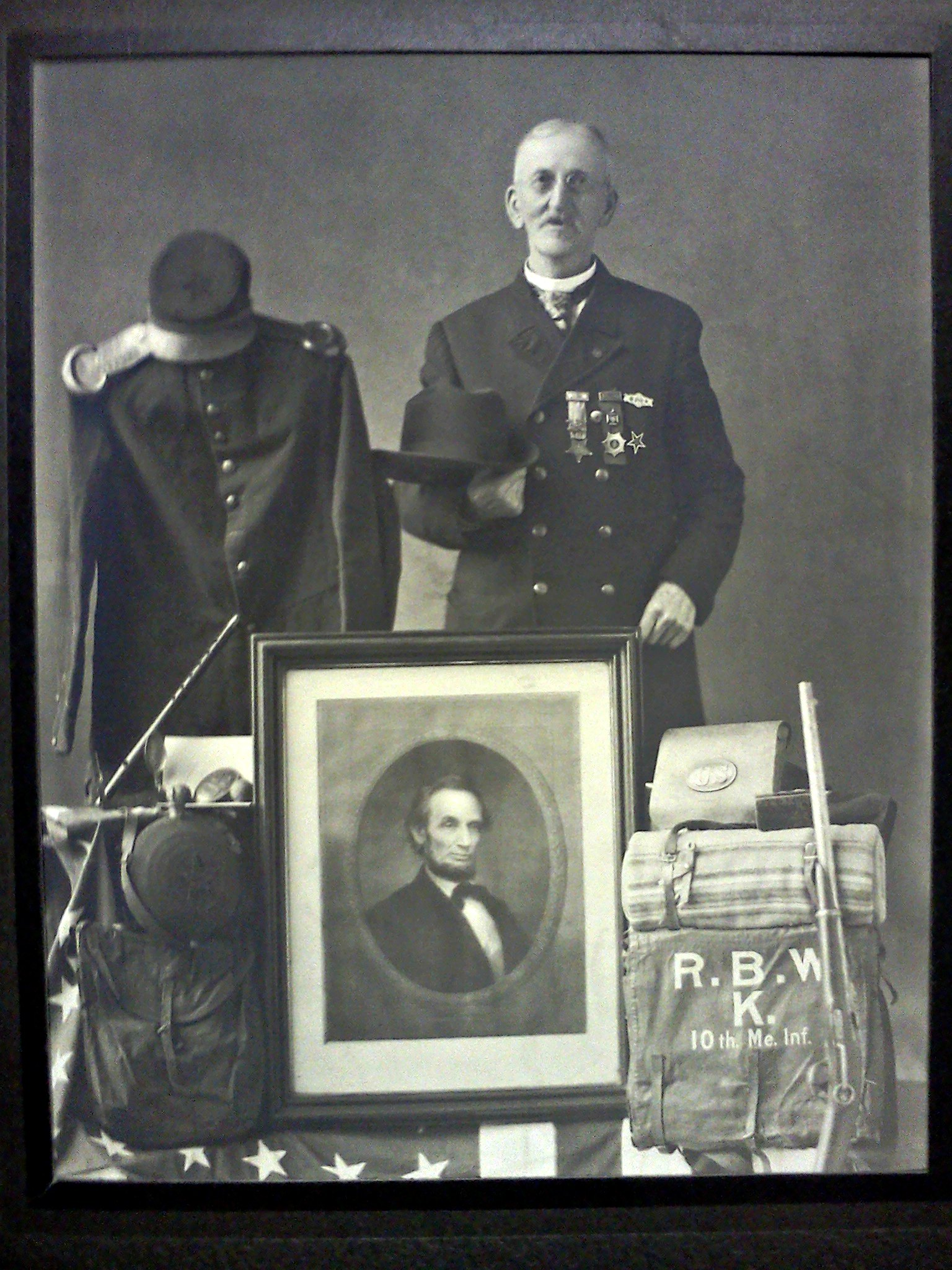 Civil War vetaran Randall B. Williams poses with his memorabilia in 1924.