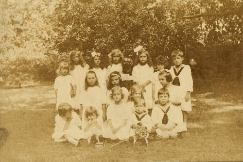 Doris Duke's class portrait, probably from kindergarten