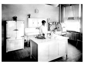 JWT's Chicago office test kitchen, ca. 1920.