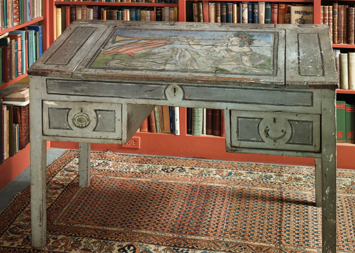 Woolf-Desk-700x500