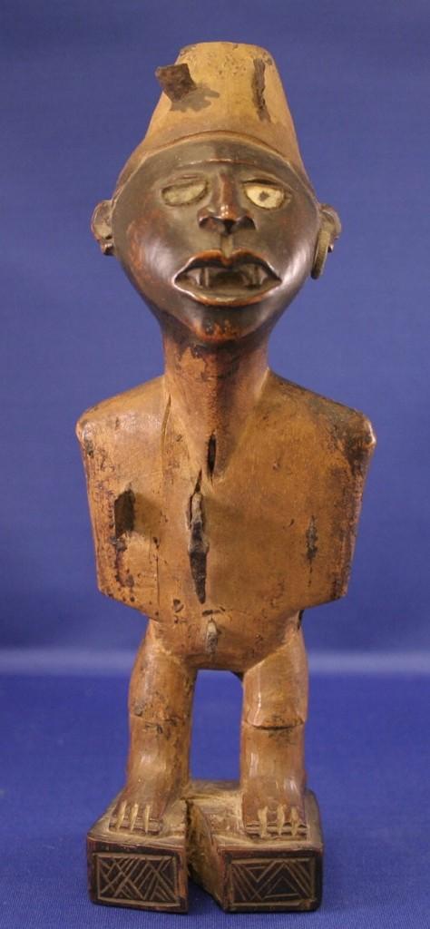 photograph of nkisin kondi sculpture
