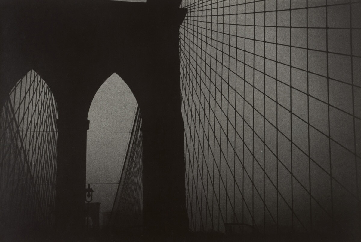 Black and white photograph of the Brooklyn bridge.